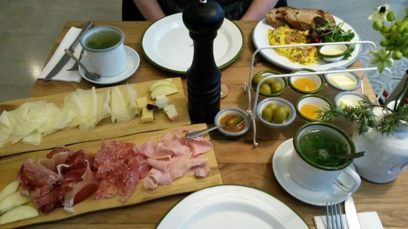 Frühstück im Barefoood Deli