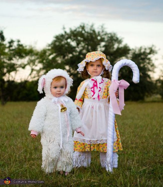 sister costumes for Halloween