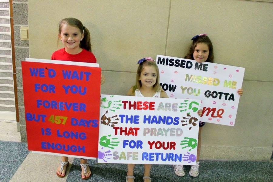 deployment homecoming sign ideas