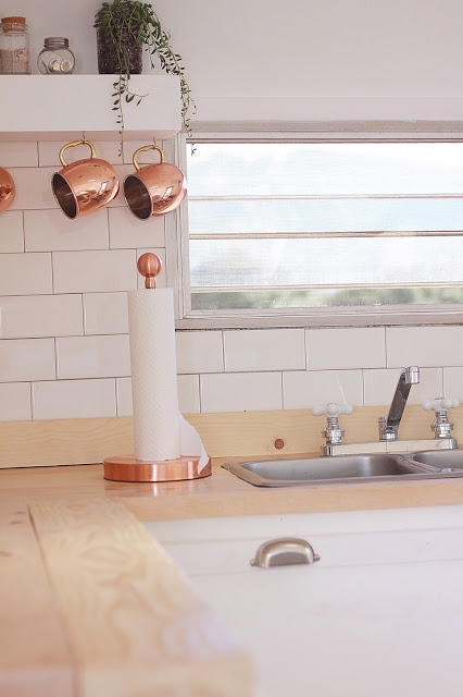 Gold or copper accents are perfect for farmhouse camper interiors.