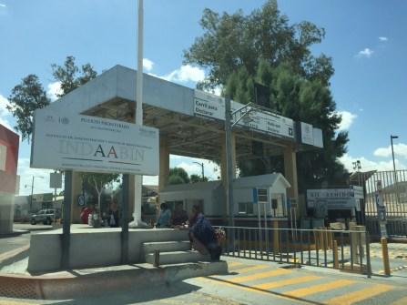 Mexican border crossing - no line