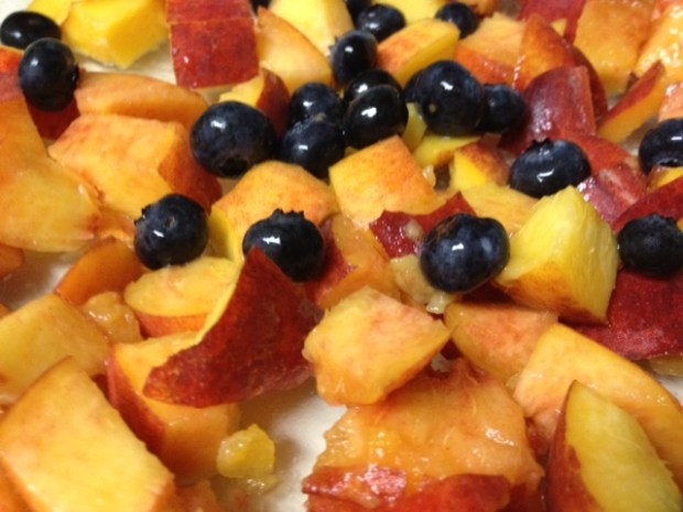 Healthy Peach Crisp with Blueberries | finding time for cooking blog