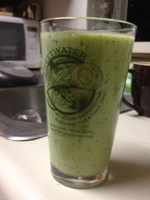 healthy spinach pineapple smoothie