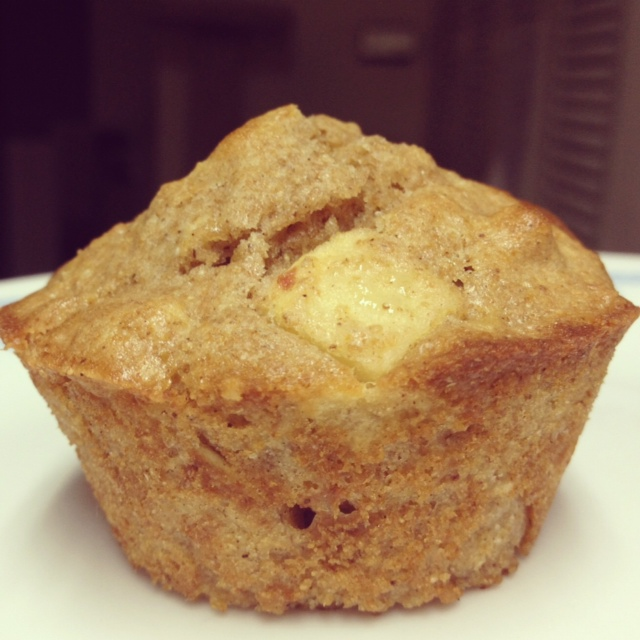 Super moist, healthy apple cinnamon oatmeal muffins | finding time for cooking blog