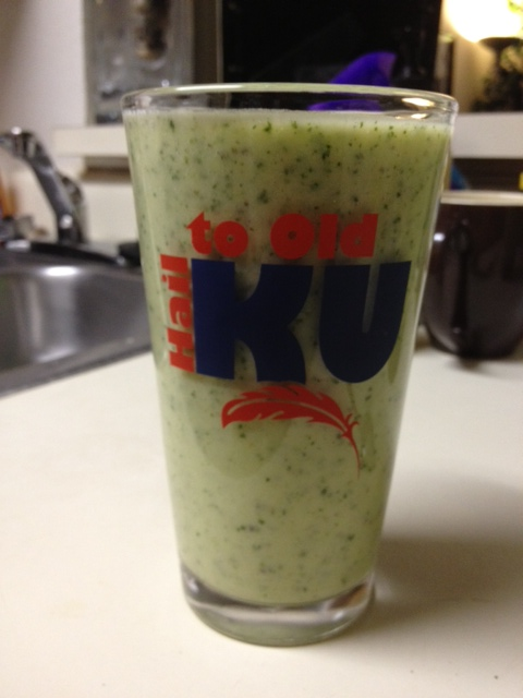 Pineapple, Mango, & Kale Smoothie | Healthy breakfast option, super fast to make.  Great way to get more fruits and veggies in your diet.  | finding time for cooking