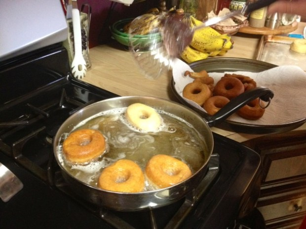 mom donuts frying3