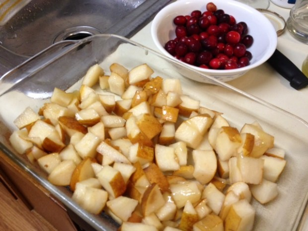 pear cranberry crisp fruit2