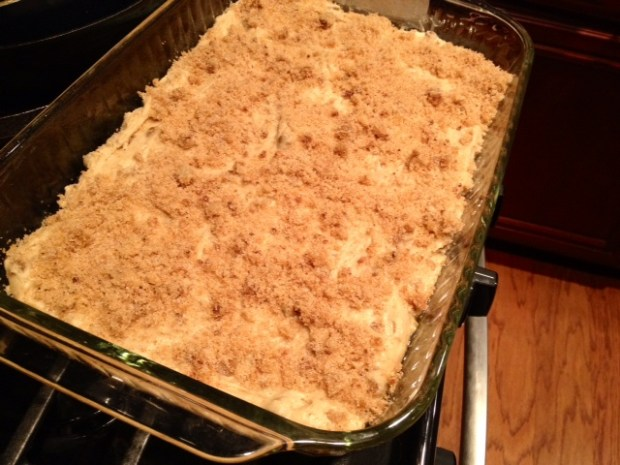 apple cinnamon chip coffee cake batter pantopping