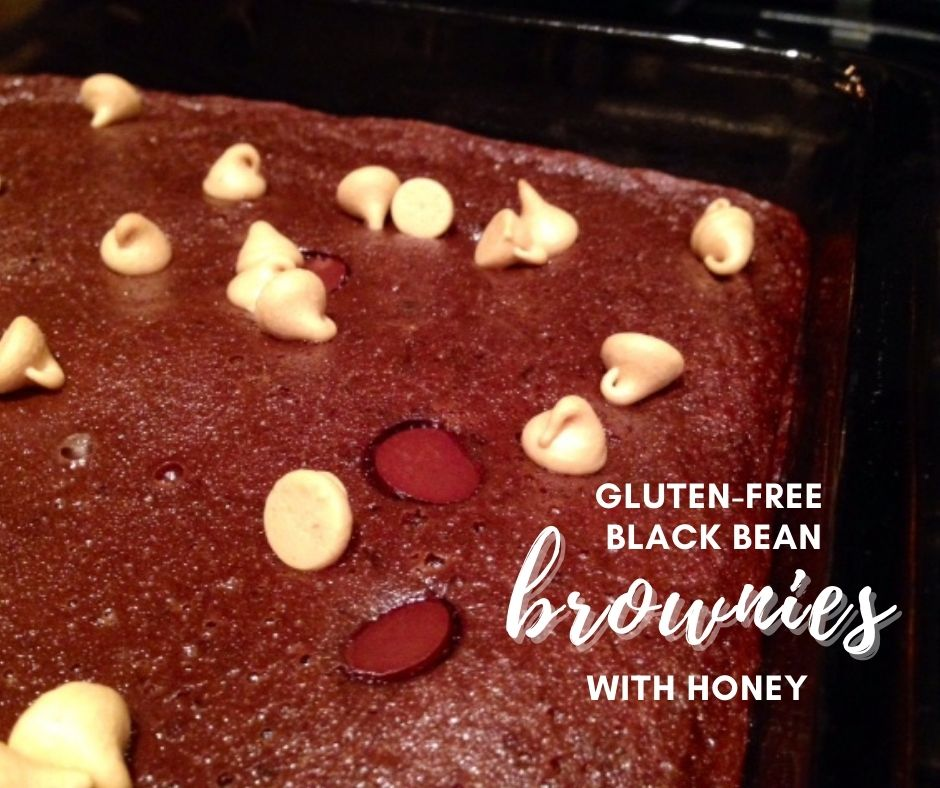 Black Bean Brownies with Honey | These easy gluten-free brownies are delicious and fairly healthy, full of fiber & naturally gluten-free.  Easy gluten-free dessert recipes, without refined sugars.