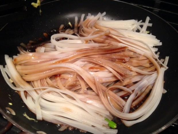 easy pad thai noodles sauce