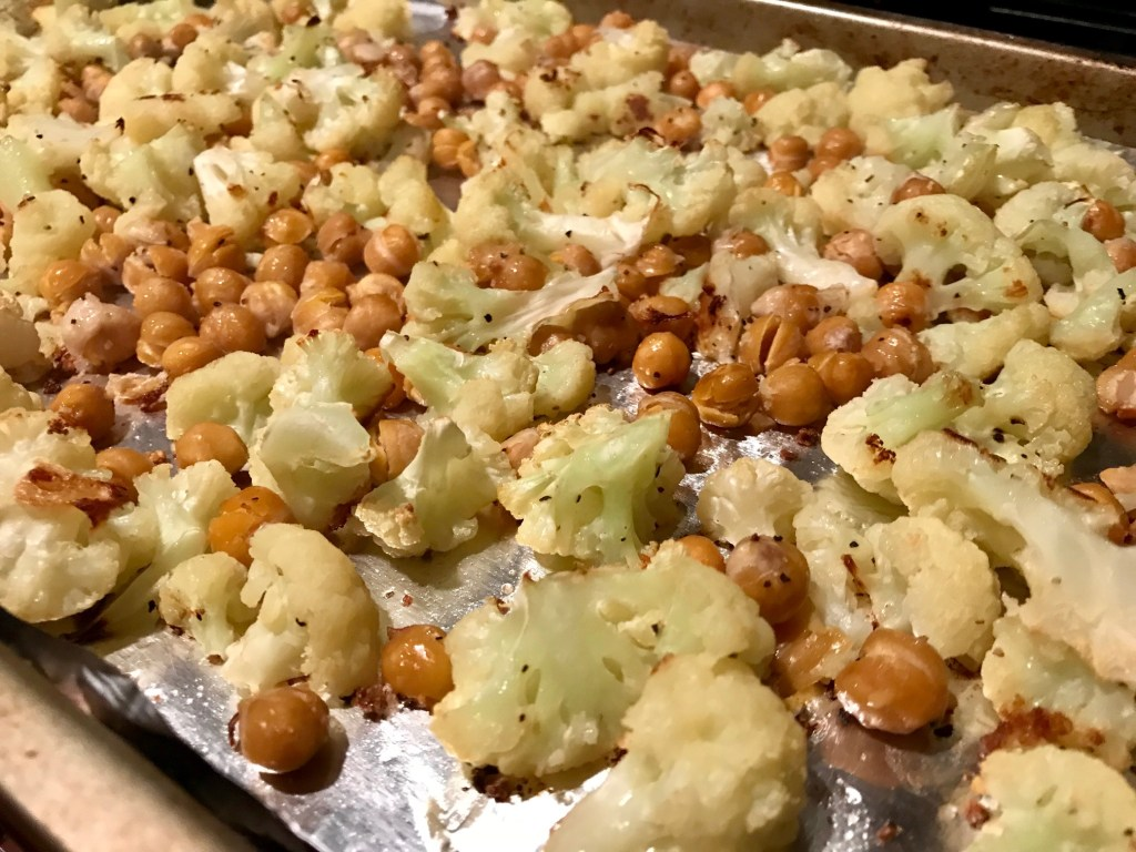 Korean BBQ Cauliflower & Chickpeas | easy, delicious meatless recipe, healthy and naturally gluten-free, vegan dinner recipes, vegetarian dinner recipes #healthy #vegan #meatlessmonday