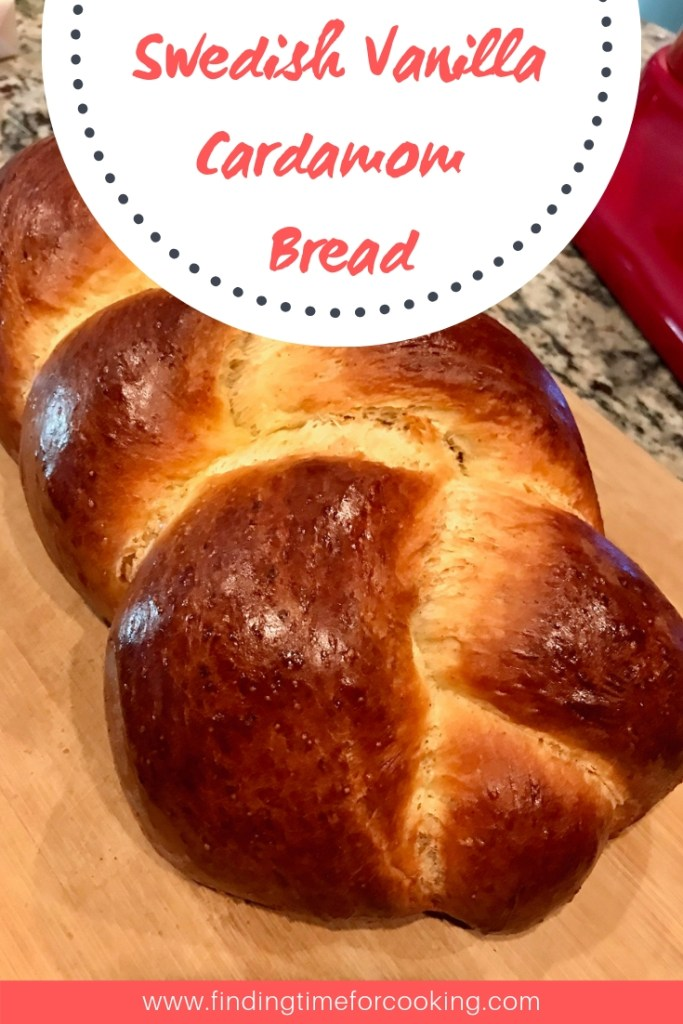 Swedish Vanilla Cardamom Bread | This warm and comforting bread isn't very sweet, but transports you to cozy Sweden with its cinnamon and cardamom flavors. Super easy to make, a great snack! #breadrecipes #swedishbread #cardamom #vanillabread