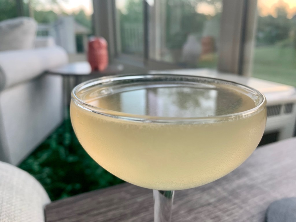 A French Gimlet Cocktail with Gin...easy 3-ingredient cocktail | This easy drink recipe is sweet, tart, and boozy. Just good gin, fresh lime juice, and St. Germain elderflower liqueur. A perfect cocktail for summer, cocktail with lime juice, how to use St. Germain. #gimlet #gincocktail #gin #cocktail #drinkrecipe #summercocktail #limejuice #stgermain