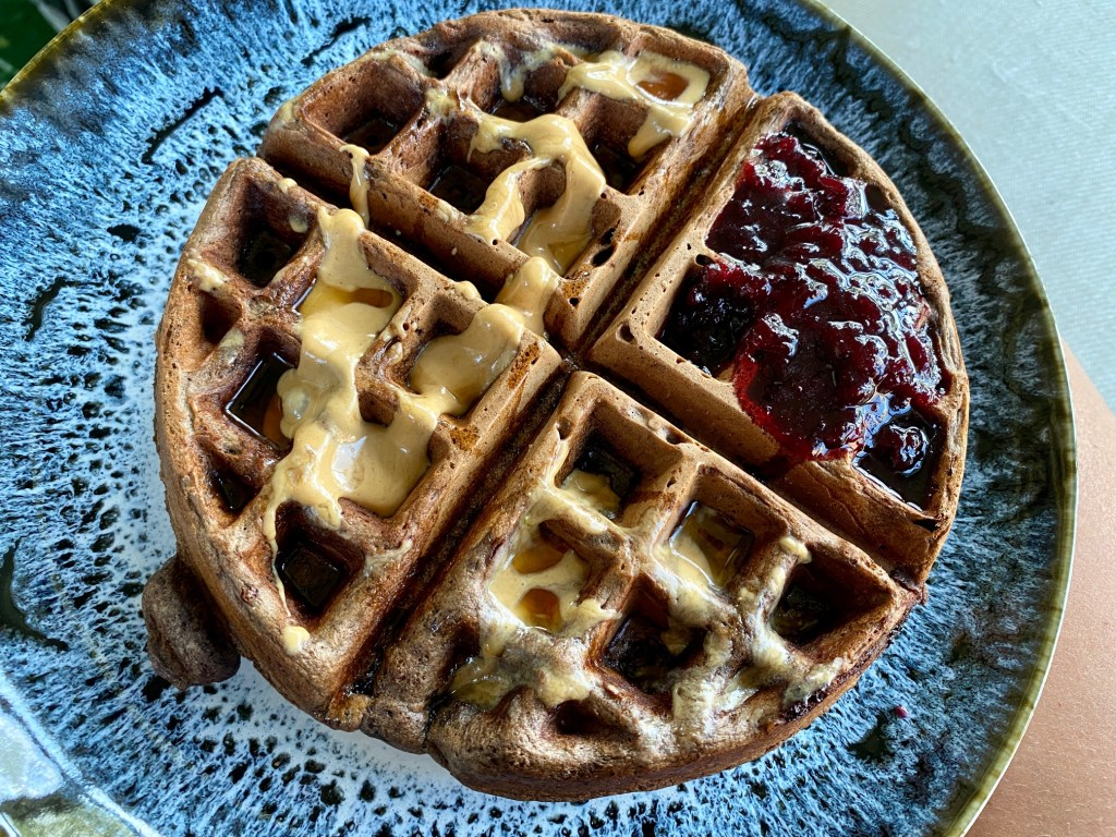 Single-Serving Dark Chocolate Waffle | This delicious waffle recipe is the perfect answer to last-minute cravings, serves one or two people comfortably and ready in 10 minutes! Small brunch recipes, single-serving brunch, small batch breakfast recipes, cooking for one, brunch for one. A delicious single-serving chocolate waffle! #chocolate #waffle #singleserving #smallbatch #brunch