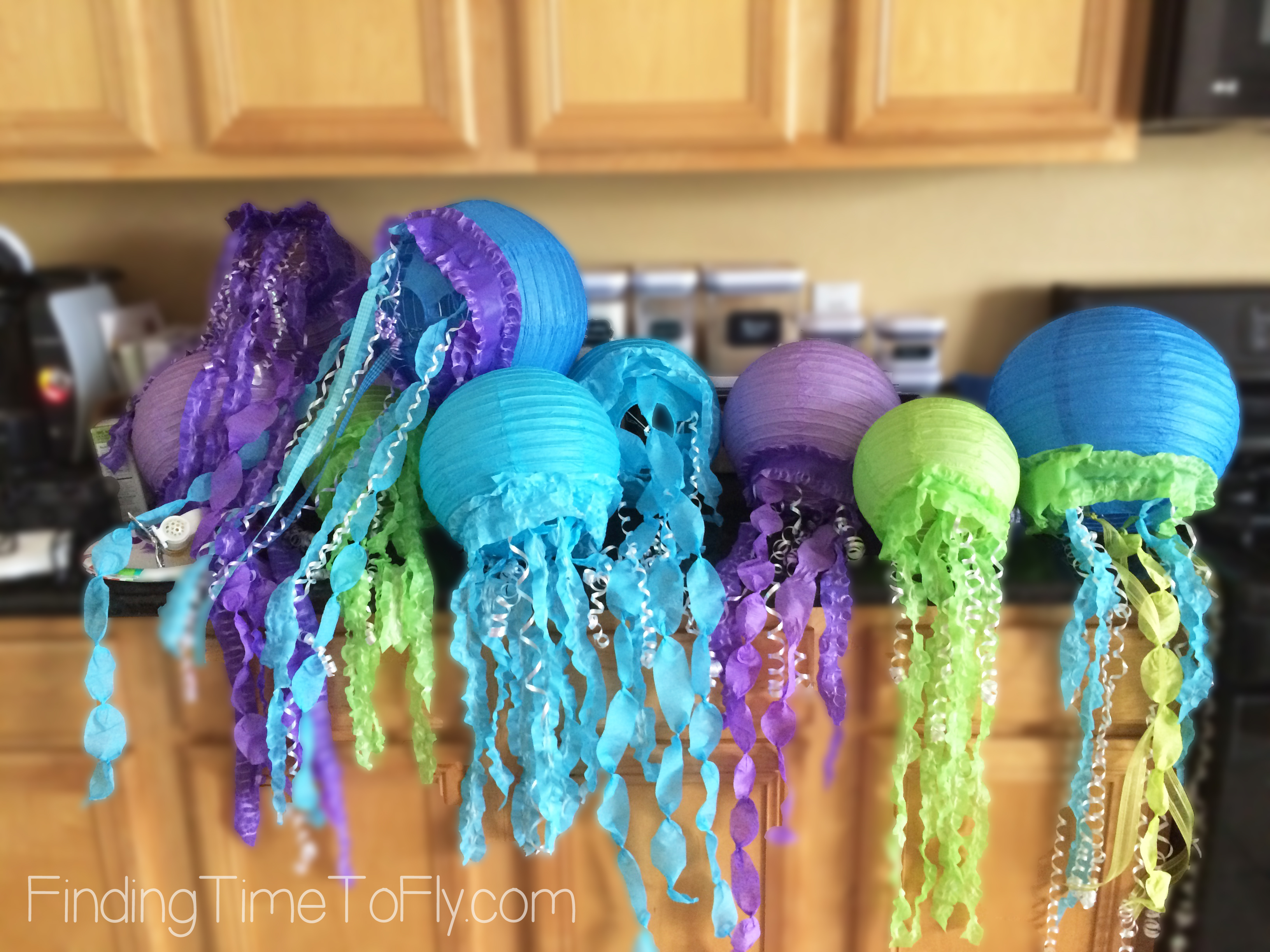 mermaid-under-the-sea-party-jellyfish-lanterns-2
