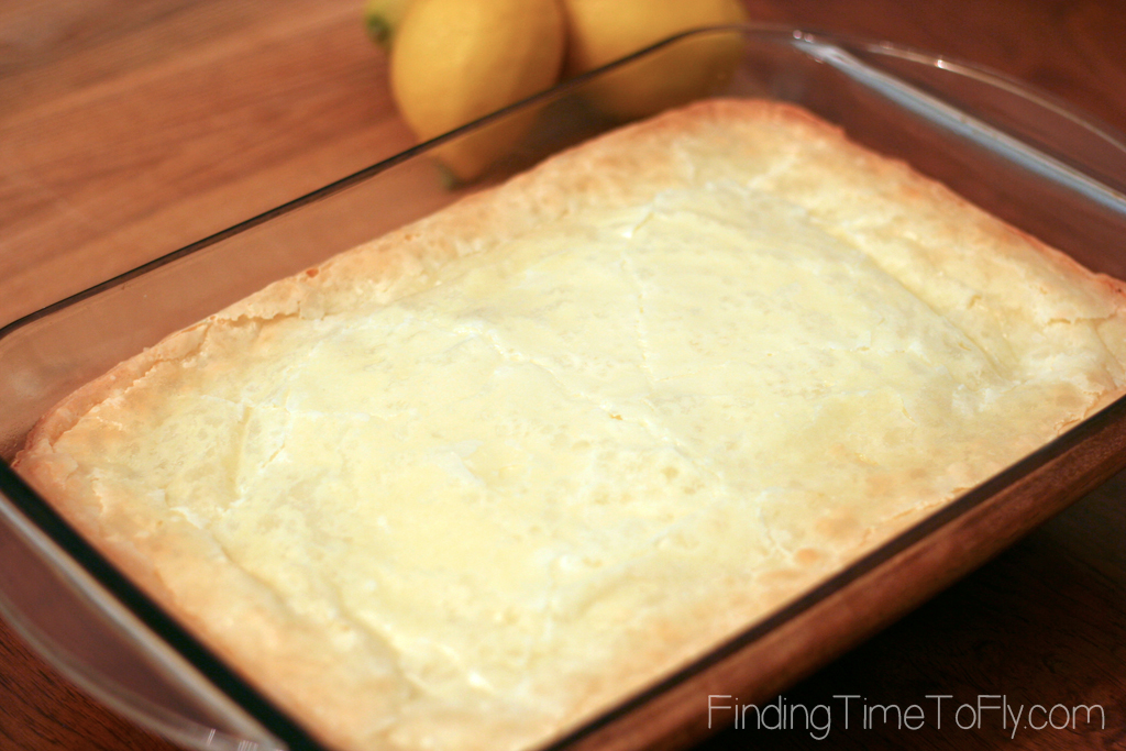 Gooey Lemon Bars made with only 6 ingredients!