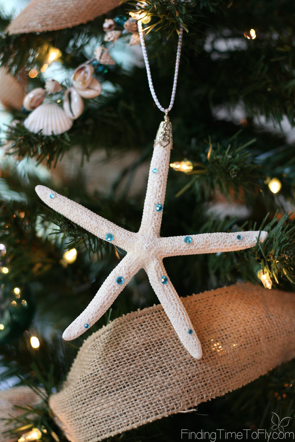 I love these gorgeous embellished starfish ornaments! Includes pics and instructions on 2 ways to hang a starfish.