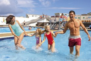 Blue Dolphin Outdoor Pool - Blue Dolphin Holiday Park