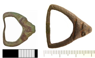 D-shaped or sub-triangular buckle frames with Borre-style animal heads at the pin rest (NMS-EA351A and SWYOR-E29015)