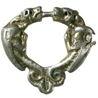 Silver medieval brooch with pair of dragons (BH-A55524)