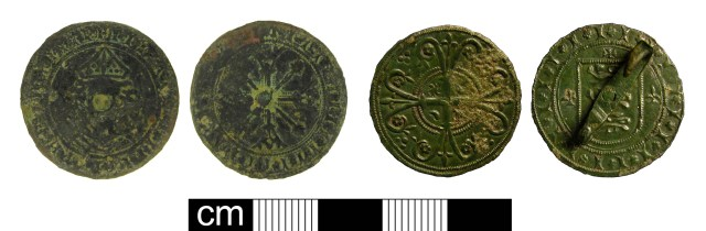 Large medieval English jettons: with sterling bust (left, NMS-7BE2B6); converted into a jewellery item depicting the reverse cross (right, KENT-BB0303). Copyrights: Colchester and Ipswich Museum Service; Kent County Council; CC-BY licence)