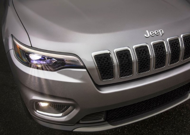 2020 Jeep Grand Cherokee Spy Photos & Teaser