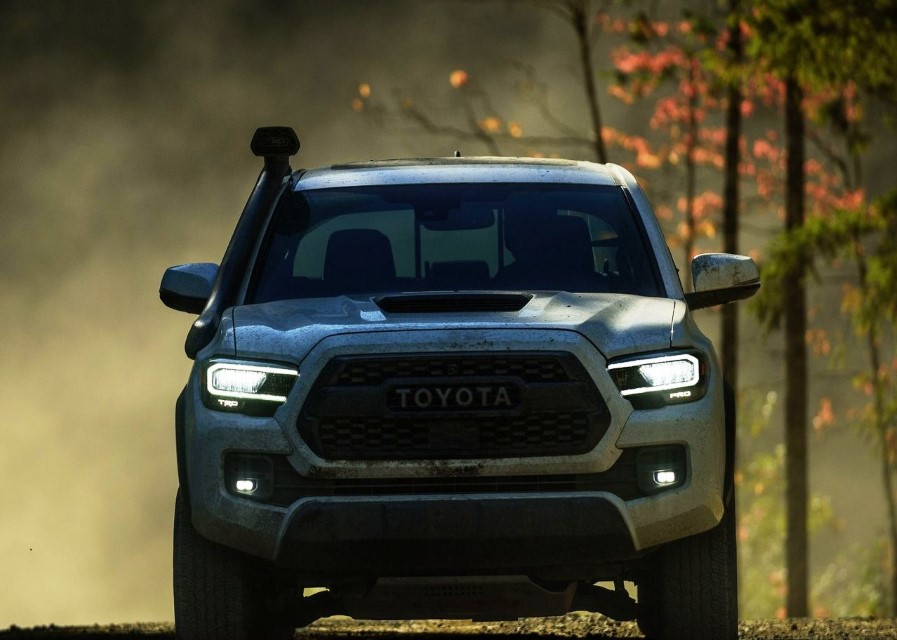 2021 Toyota Tacoma VS F150 Ford Pictures