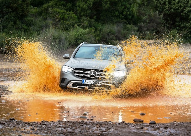 2021 Mercedes GLC 4X4 off-road