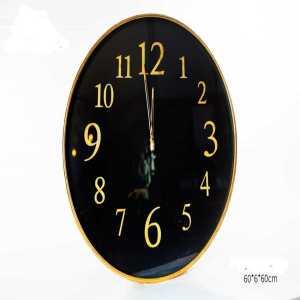 שעון מסגרת זהב ורקע שחור