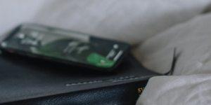 mobil_v_posteli