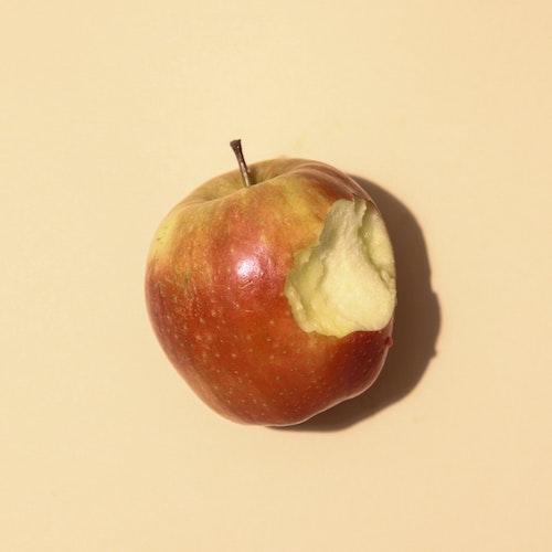 nakousnute_jablko