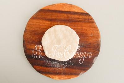 Формовка сырных лепешек не отличается сложностью