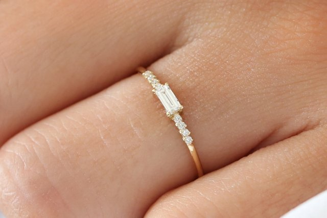 cd77876facc65 Diamond Baguette Ring / Baguette Diamond Engagement Ring in 14k Gold ...