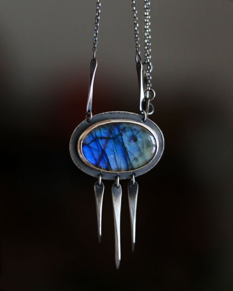 labradorite-oval-necklace-hanging