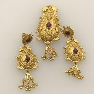 Marriage Jewelry from India sold by fine estate