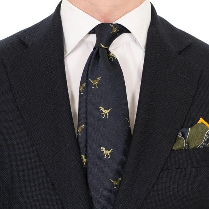 Julklappstips till honom: En stilig slips Drakes Navy