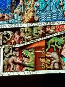 Conques tympanum hell side