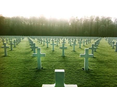 공동 묘지 - 우리의 목적은 죽음인가