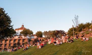 people sunset porto