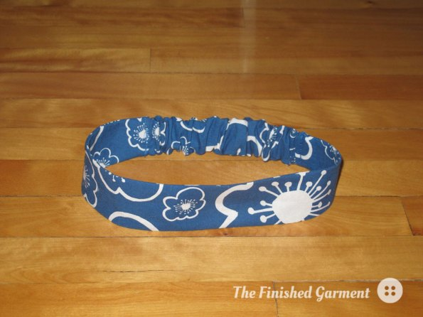 Kids' headband in Bella Flower (Blue).