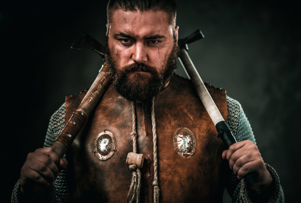 https://i2.wp.com/finlandia.be/wp-content/uploads/2019/04/viking-with-cold-weapon-in-a-traditional-warrior-PS7HTC8-1-e1555330058688.jpg?fit=1200%2C811&ssl=1