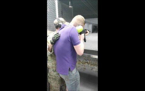 Esto es lo que pasa cuando una AK 47 se rompe y el gatillo queda atascado en modo Full Auto