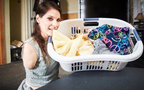 Se pueden hacer las tareas del hogar... ¿sin brazos ni piernas?