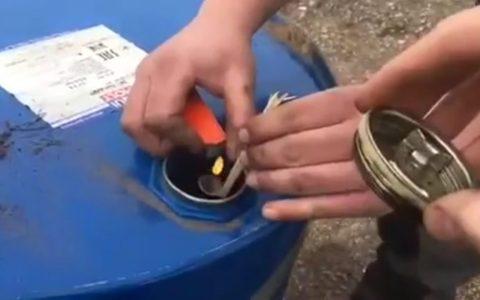 ¿Qué pasa si metes un petardazo en un bidón y lo cierras?
