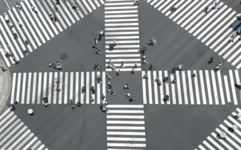 Super paso de cebra en Gynza, distrito de Tokio.