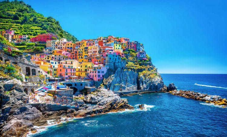 Un pueblo italiano multará a los turistas con hasta 2.500 euros por usar chanclas