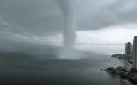 Tornado de nivel 7 en la escala de cagalera