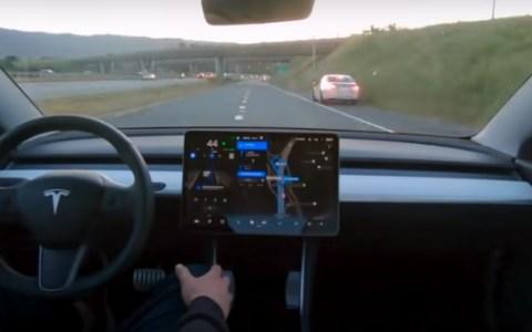 Viaje completo en un Tesla Model 3 usando Autopilot