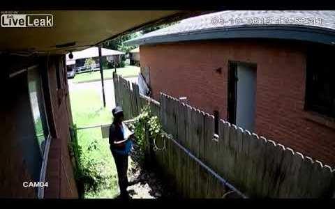 Grabada por su propia cámara de seguridad mientras incendia la casa de su vecino en Oklahoma