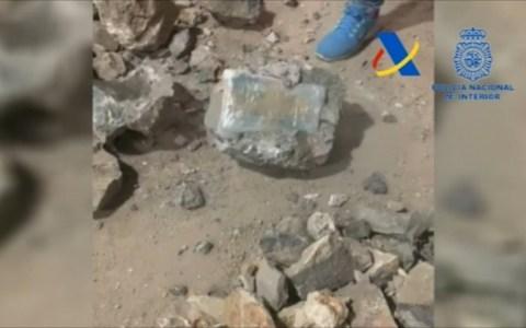 La policía encuentra una tonelada de cocaína oculta dentro de falsas piedras
